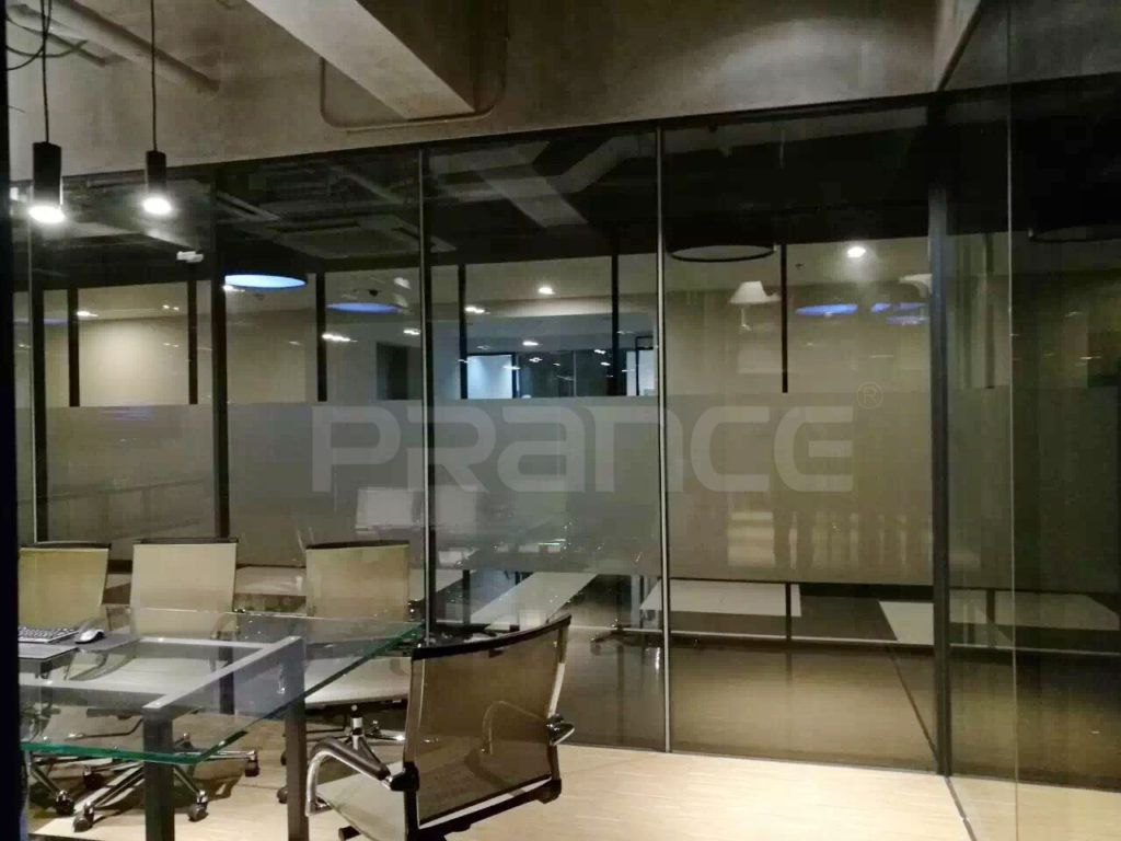 demountable wall partition of glass